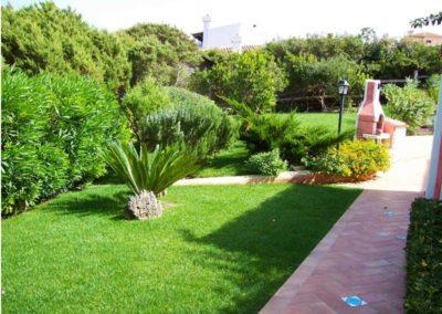 realizzazione-giardini---giardinaggio---Green-Sea-Srl--Sardegna-Sassari-Olbia.jpg-giardino-villa-sardegna-con-prato-e-barbecure