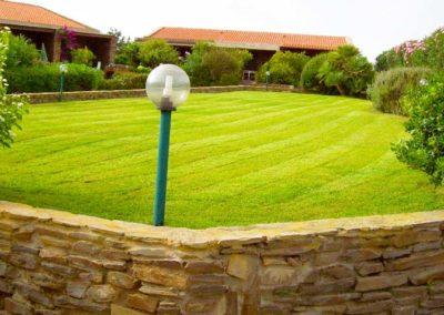 realizzazione-giardini---giardinaggio---Green-Sea-Srl--Sardegna-Sassari-Olbia.jpg-prato-inghele-rasato