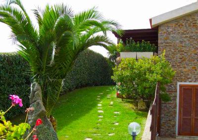 realizzazione-giardini---giardinaggio---Green-Sea-Srl--Sardegna-Sassari-Olbia.jpg-prato-inglese-stintino2