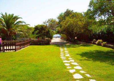realizzazione-giardini---giardinaggio---Green-Sea-Srl--Sardegna-Sassari-Olbia.jpg-prato-parco-giochi-bambini-vicino-al-mare