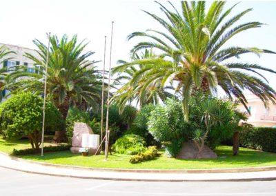 realizzazione-giardini---giardinaggio---Green-Sea-Srl--Sardegna-Sassari-Olbia.jpg-spazio-verde-pubblico-rotatoria-in-paese-sardegna