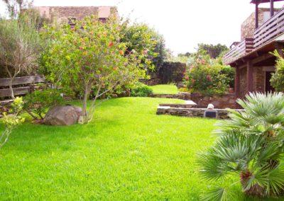 realizzazione-giardini---giardinaggio---Green-Sea-Srl--Sardegna-Sassari-Olbia.jpg-villa-con-giardino-in-sardegna